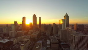 Atlanta-Luftstadt-Fliege durch stock video