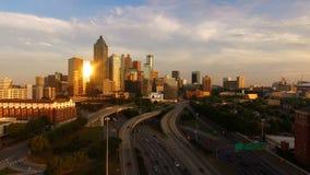 Atlanta, orizzonte del centro della città di Georgia Rush Hour Traffic Dusk video d archivio