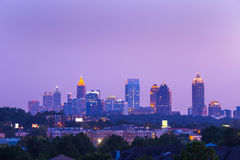 Atlanta som är i stadens centrum i skymning Arkivbilder