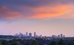 Atlanta som är i stadens centrum i skymning Arkivfoto