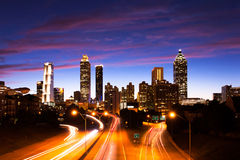 Atlanta som är i stadens centrum på skymning Arkivfoto