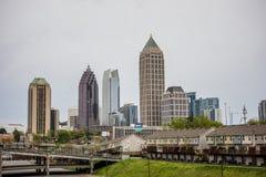 Atlanta-Stadtskyline an einem bewölkten Tag stockbild