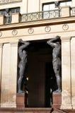 Atlanteans держит фасад Стоковая Фотография