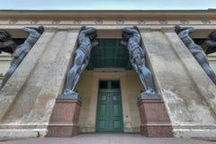 Atlantes, новая обитель - Санкт-Петербург Россия стоковые изображения