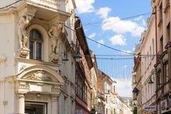 2 atlantes поддерживая балкон Сараево стоковая фотография rf