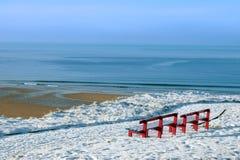 atlantic benches красная зима взгляда Стоковая Фотография RF