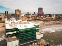 Atlantic City, los E.E.U.U. - 20 de septiembre de 2017: Foto aérea del embarcadero del patio y hoteles y casinos de Atlantic City fotos de archivo libres de regalías