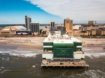 Atlantic City, los E.E.U.U. - 20 de septiembre de 2017: Foto aérea del embarcadero del patio y hoteles y casinos de Atlantic City imágenes de archivo libres de regalías