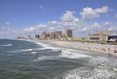 Atlantic City, o 4 de agosto: Skyline do recurso de Atlantic City em New-jersey fotos de stock