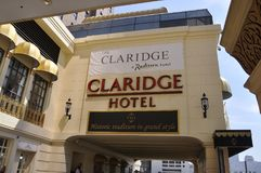 Atlantic City som är nytt - ärmlös tröja, 3rd Juli: De Claridge hotell- & kasinodetaljerna i Atlantic City tillgriper från nytt - Arkivbild