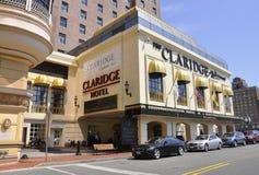 Atlantic City som är nytt - ärmlös tröja, 3rd Juli: Det Claridge hotellet & kasinot i den Atlantic City semesterorten från nytt - Arkivbild