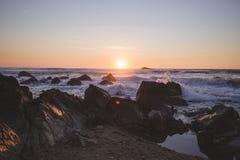 Atlantic Ocean över solnedgång royaltyfri fotografi