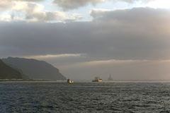 Atlantic Ocean шири заволакивает небо Игра солнечного света Восход солнца Стоковые Фотографии RF