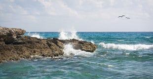 Atlantic Ocean från en mexicansk semesterort Arkivfoto