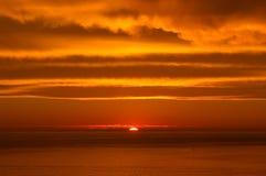 Atlantic Ocean över solnedgång Arkivbild
