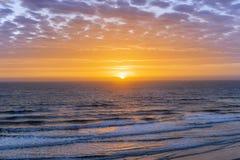 Atlantic Ocean över soluppgång Arkivfoto
