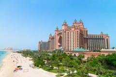 Atlantide, la località di soggiorno dell'albergo di lusso della palma è situata su un artifici immagini stock