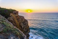 Atlantik-K?ste bei Sonnenuntergang, Algarve, Portugal stockfoto