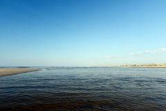 Atlantik szenisch an einem ruhigen Tag lizenzfreies stockbild