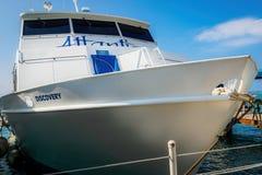 Atlantis-Entdeckungsboot festgemacht Lizenzfreie Stockfotos