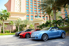 The Atlantis the Palm hotel and limousines Royalty Free Stock Photos