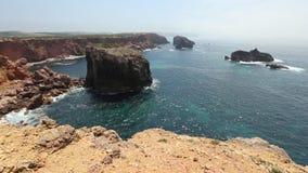 Atlantisch Rocky Coast, Algarve, Portugal stock videobeelden