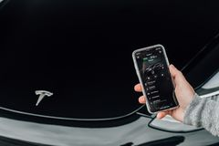 5/12/18 - Atlantische Hochländer, NJ - Tesla-Modell Stockfotos