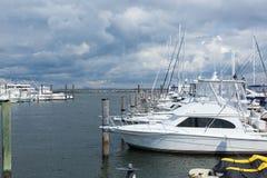 Atlantische Hooglandenjachthaven met de Horizon van Manhattan stock foto's