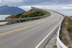 Atlantische Straße in Norwegen lizenzfreie stockfotos