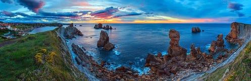 Atlantisches Küstenlinienpanorama des Sonnenuntergangs Stockfoto