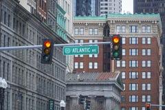 Atlantisk aveny i norr Boston - BOSTON, MASSACHUSETTS - APRIL 3, 2017 Arkivbild