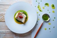 Atlantisk kummel över torkad tomatratatouille fotografering för bildbyråer