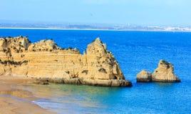 Atlantisk stenig kust (Ponta da Piedade, Lagos, Algarve, Portugal Arkivbilder
