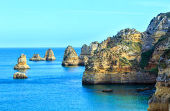 Atlantisk stenig kust (Ponta da Piedade, Lagos, Algarve, Portugal Royaltyfria Bilder