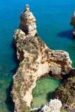 Atlantisk stenig kustlinje (Ponta da Piedade, Lagos, Algarve, port Fotografering för Bildbyråer