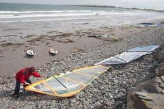 Atlantisk surfare som får klar Arkivfoto