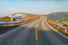 Atlantisk väg (Atlanterhavsvegen) i Norge Arkivfoton