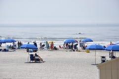 Atlantycki miasto, Nowy - bydło, 3rd Lipiec: Plażowa scena w Atlantyckim miasto kurorcie od Nowego - dżersejowy usa Zdjęcia Stock