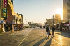 Atlantycki miasto, nowy - bydło, usa 09-04-17: Atlantycki miasta Boardwalk Obrazy Royalty Free