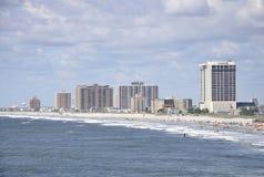 Atlantycki miasto, Sierpień 4th: Linia horyzontu od Atlantyckiego miasto kurortu w Nowym - bydło obrazy stock