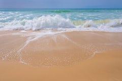 Atlantycki ocean, frontowy widok fala na plaży Obrazy Royalty Free