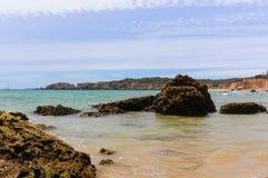 Atlantycki ocean, Portimao plaża, Algarve, Portugalia Zdjęcia Stock