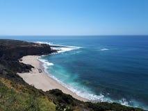 Atlantycki ocean, Portugalia, kipieli plaża w Ericeira obrazy stock