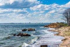 Atlantycki ocean w latarnia morska punktu parku w Nowej przystani Connecticut obrazy royalty free