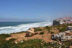 Atlantycki oceanu wybrzeże, Azenhas Mąci wioskę, Sintra, Lisbon, Po Obraz Royalty Free