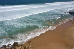Atlantycki oceanu wybrzeże, Azenhas Mąci wioskę, Sintra, Lisbon, Po Zdjęcia Royalty Free