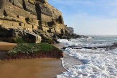 Atlantycki oceanu wybrzeże, Azenhas Mąci wioskę, Sintra, Lisbon, Po Obraz Stock