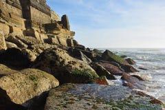 Atlantycki oceanu wybrzeże, Azenhas Mąci wioskę, Sintra, Lisbon, Po Fotografia Stock