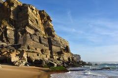 Atlantycki oceanu wybrzeże niedaleki Azenhas Mąci wioskę, Sintra, port Zdjęcia Stock