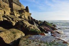 Atlantycki oceanu wybrzeże niedaleki Azenhas Mąci wioskę, Sintra, port Obrazy Royalty Free